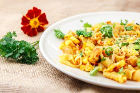 «Паста» (под сыром с тушеными помидорами